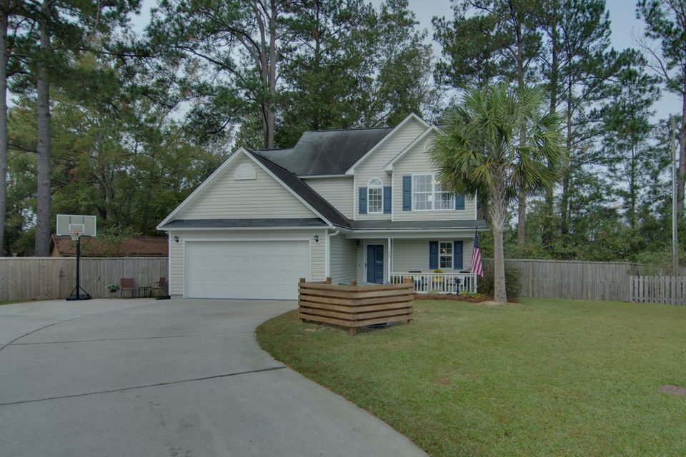 105  Queen Mary Court Summerville, SC 29485