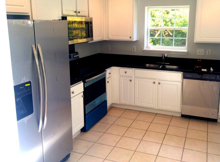 1316 Palm Cove Drive Charleston, SC 29492