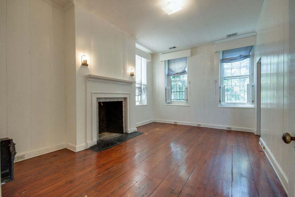 10  Gillon Street Charleston, SC 29401