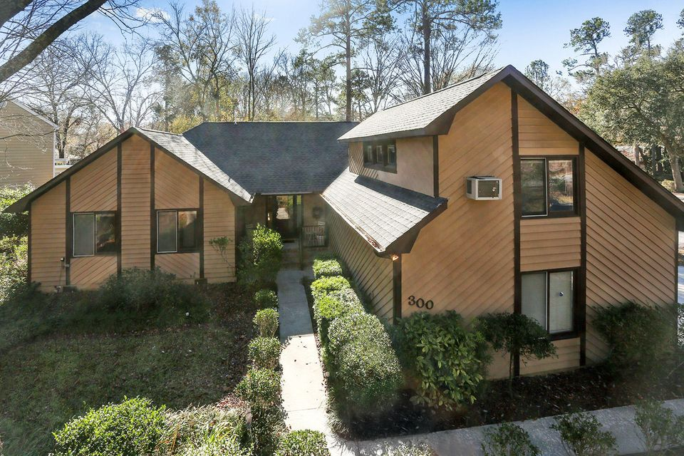 300  Savannah Round Summerville, SC 29485