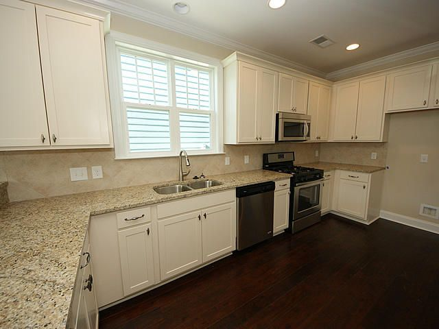 5 Oak Bluff Avenue Charleston, SC 29492