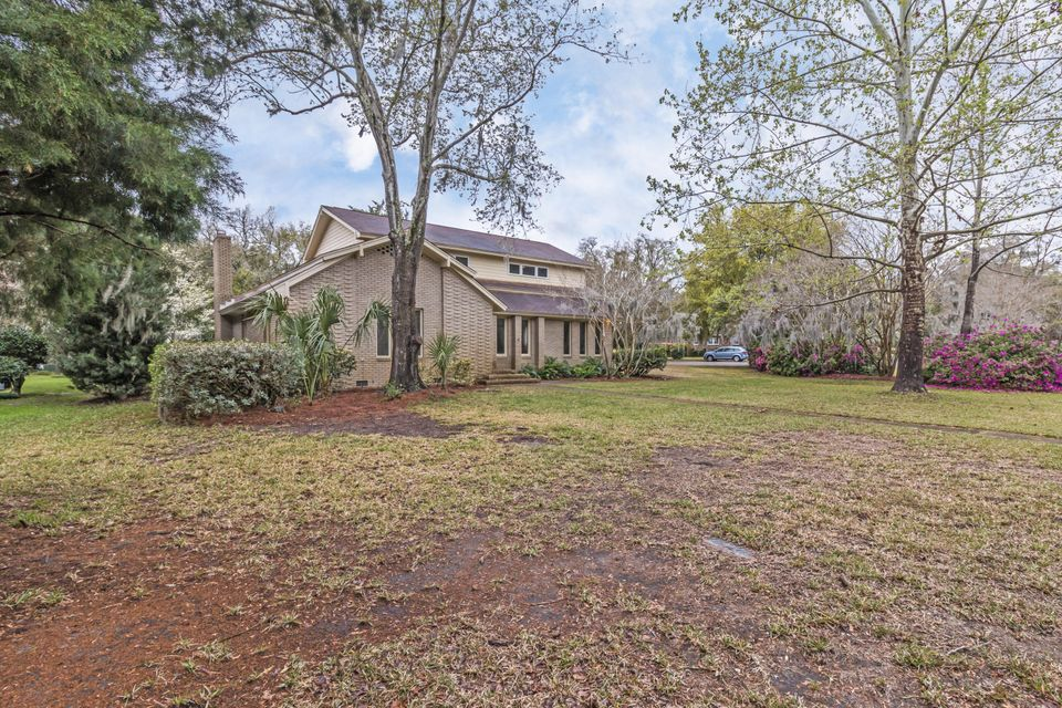 999  Scotland Drive Mount Pleasant, SC 29464