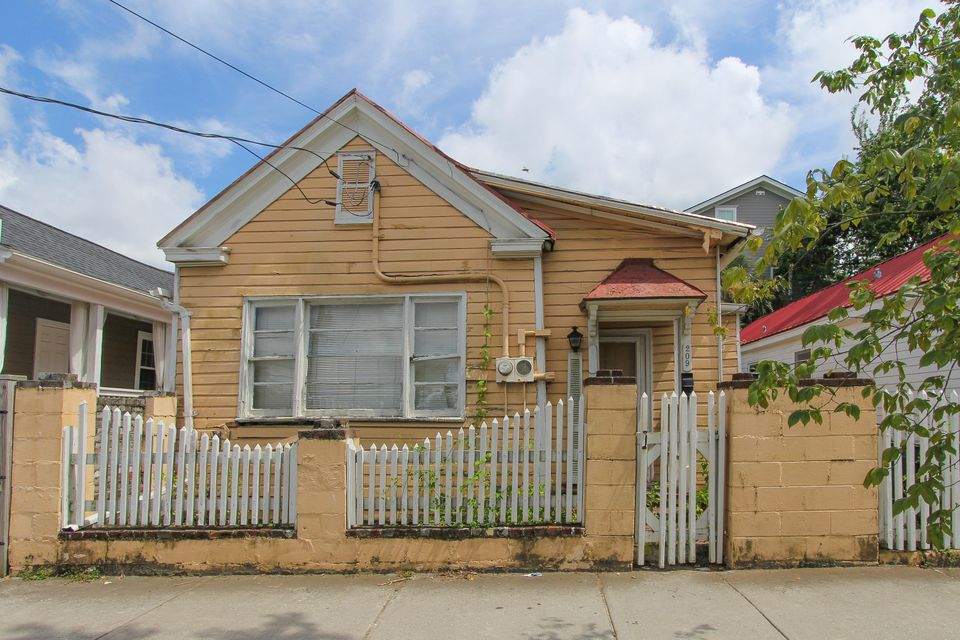 209  Fishburne Street Charleston, SC 29403
