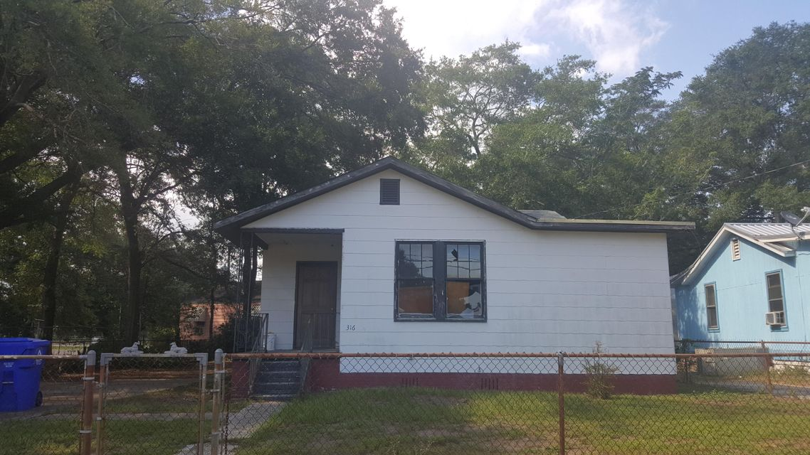2316  Aintree Avenue North Charleston, SC 29405