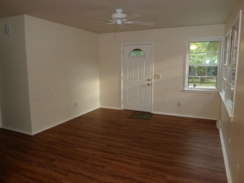 1604 Larry Street North Charleston, SC 29406