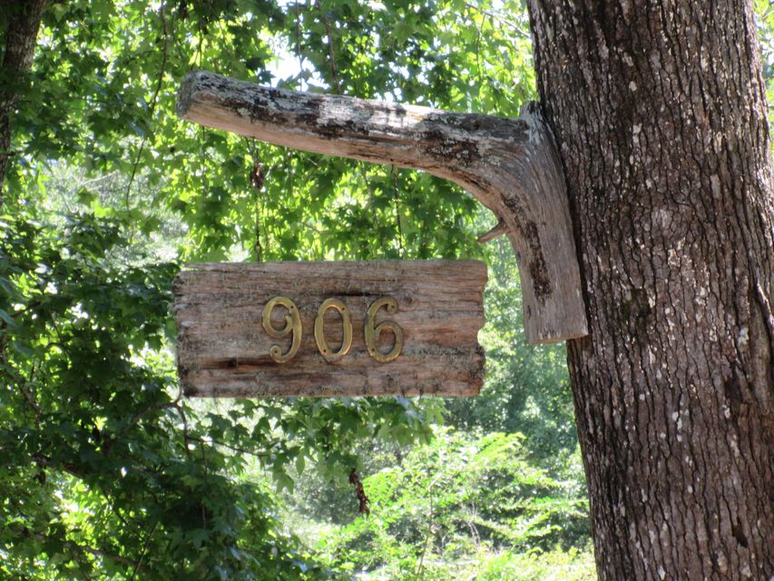906 Kit Hall Road Mcclellanville, SC 29458