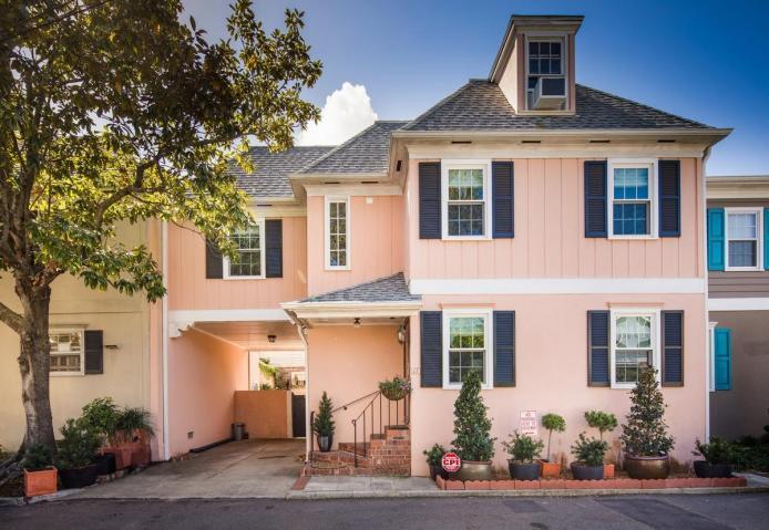 17  Poulnot Lane Charleston, SC 29401
