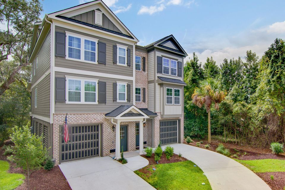 320  Etiwan Pointe Drive Mount Pleasant, SC 29464