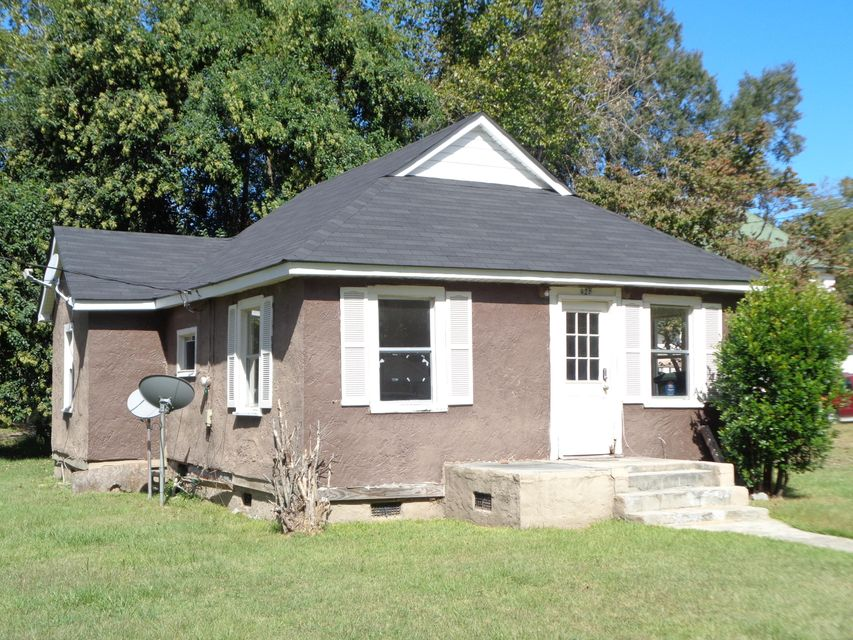928  1ST Street Holly Hill, SC 29059