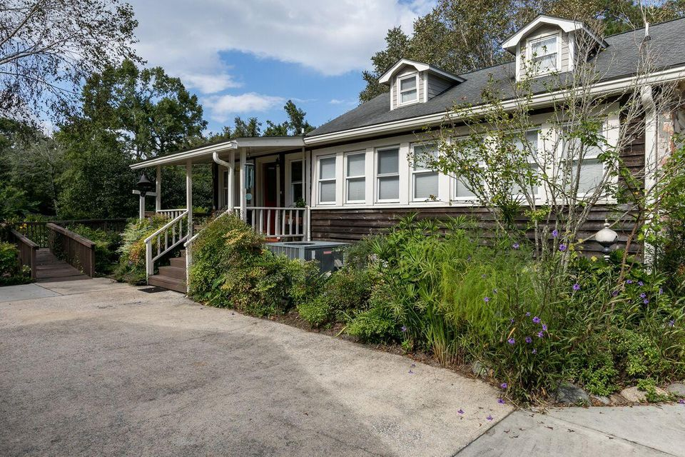 2022  Woodland Shores Road Charleston, SC 29412