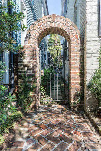 22  Tradd Street Charleston, SC 29401