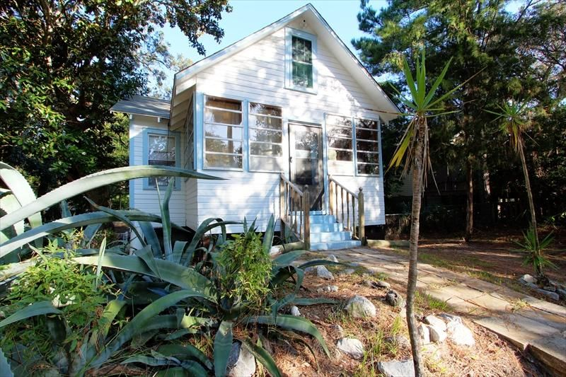 418 E Cooper Avenue Folly Beach, SC 29439