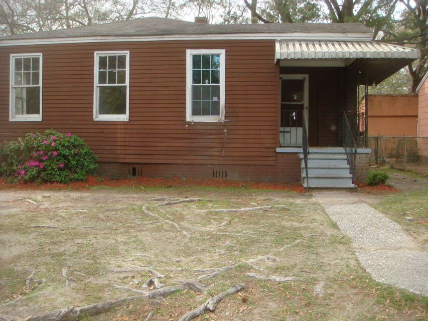 2736 W Surrey Drive North Charleston, SC 29405