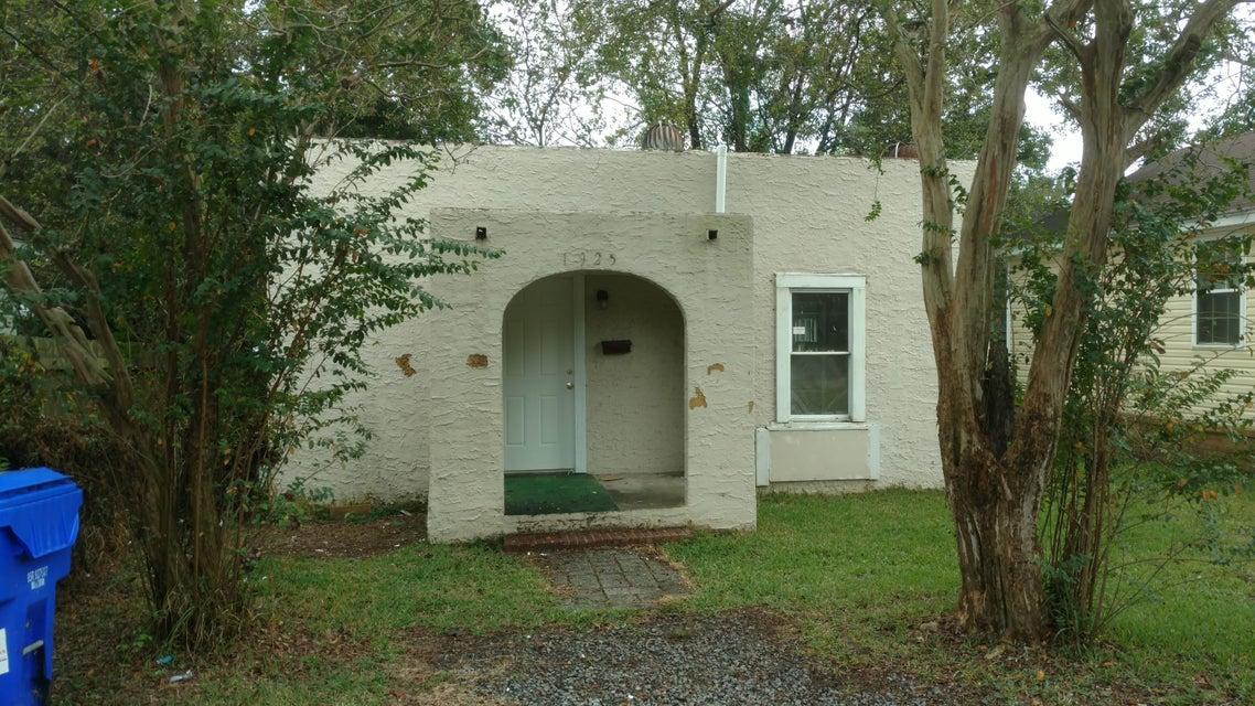 1925  Norwood Street North Charleston, SC 29405