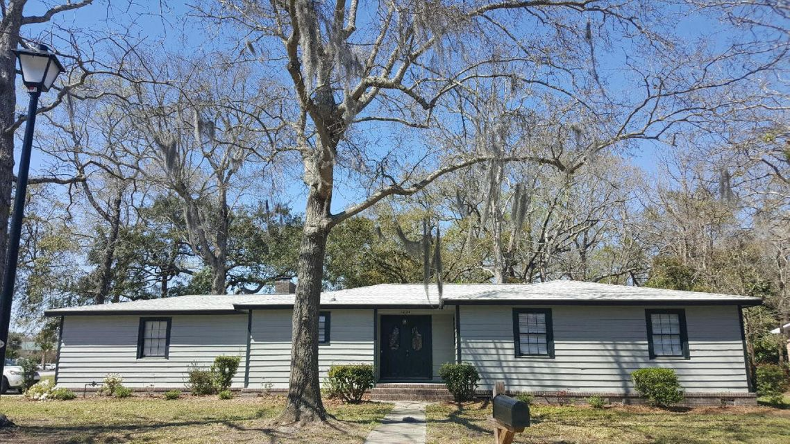 1204  Wappetaw Place Mount Pleasant, SC 29464