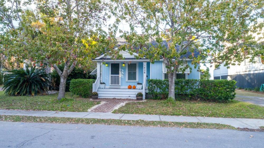 1424 Thompson Avenue Sullivans Island, SC 29482
