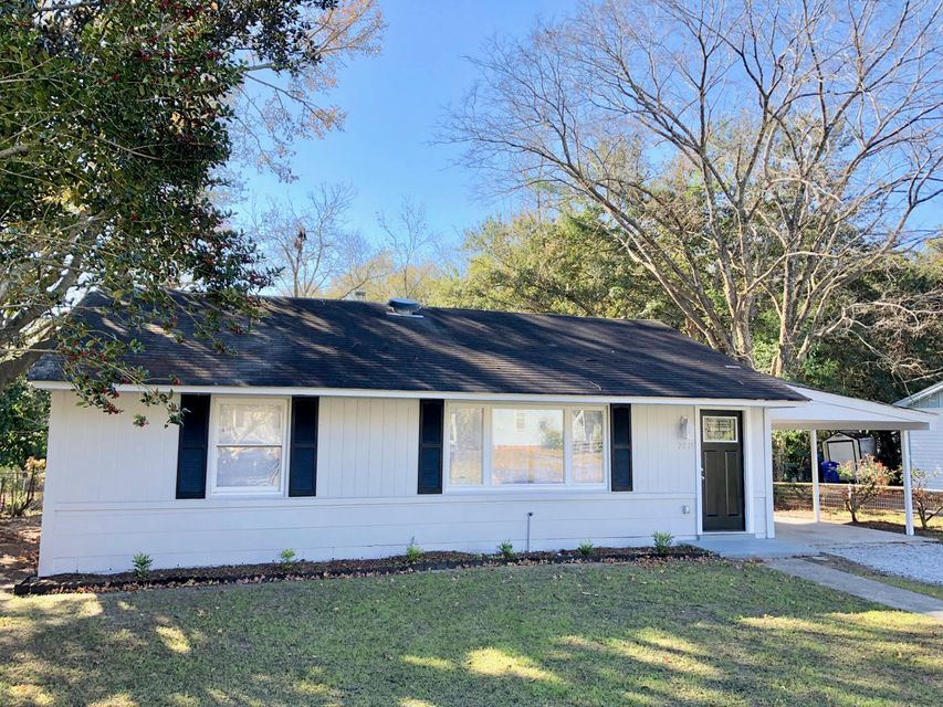 2815  Peacock Avenue North Charleston, SC 29405