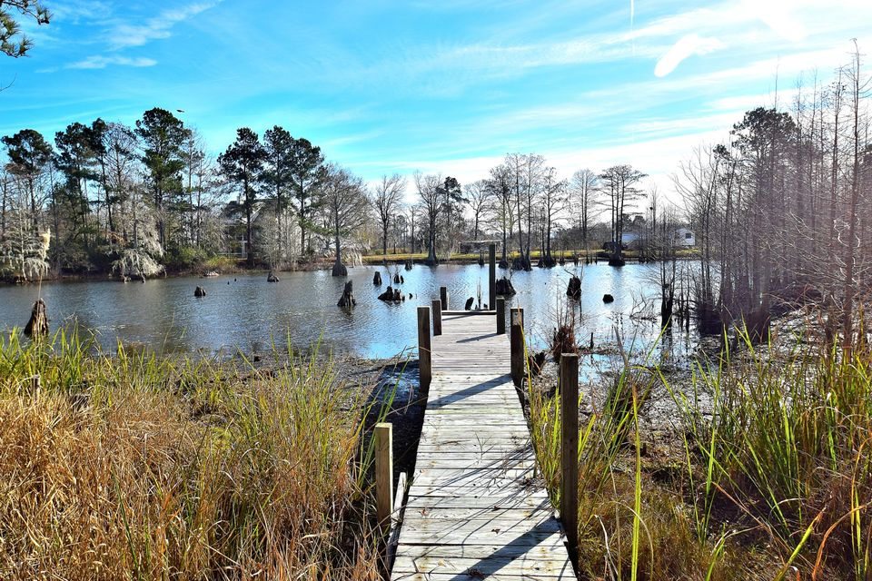 106  Eagle Point Road Cross, SC 29436