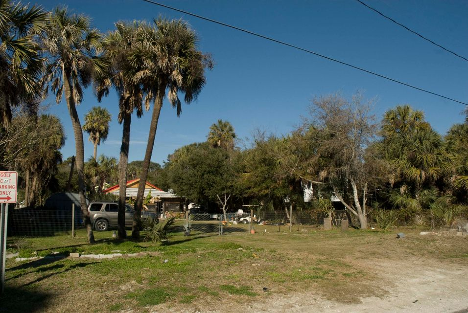 206 W Arctic Folly Beach, SC 29439