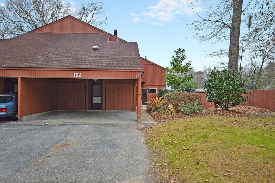 102  Kings Way Summerville, SC 29485