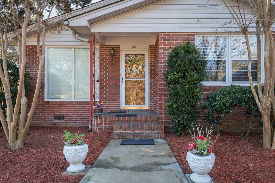 707  Windward Road Charleston, SC 29412