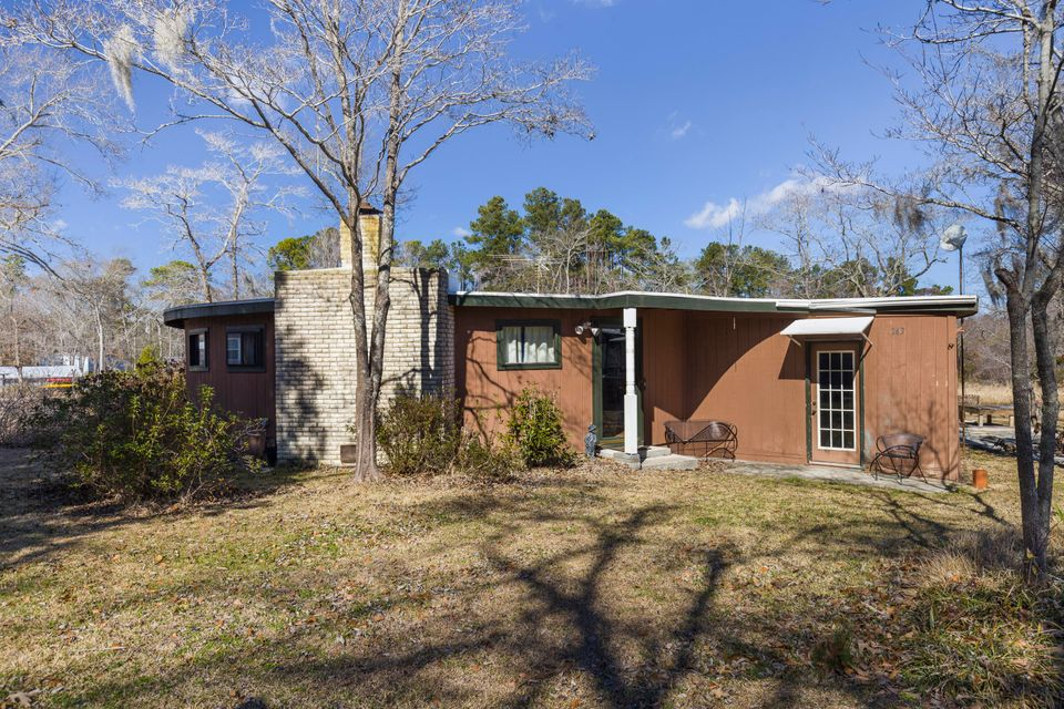 143  Eagle Point Road Cross, SC 29436