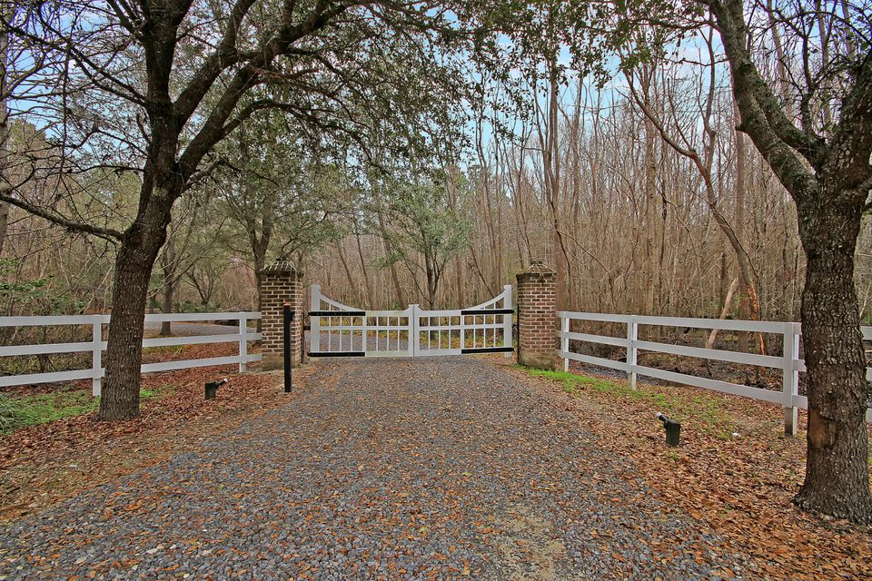 5565 Middle Creek Road Ravenel, SC 29470