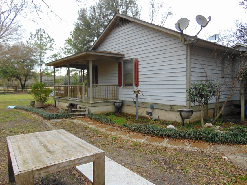 5940 Wagon Wheel Lane Ravenel, SC 29470