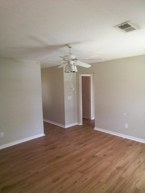 125  Roberta Drive Summerville, SC 29485