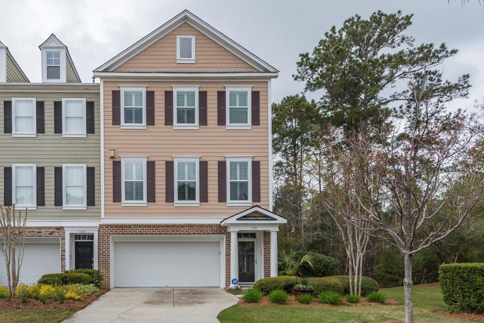 121 Palm Cove Way Mount Pleasant, SC 29466