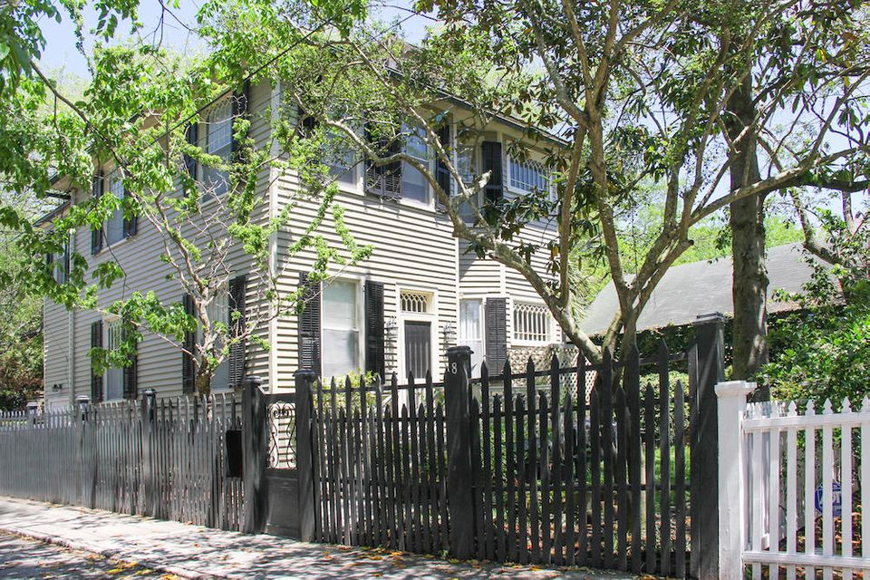 8 Greenhill Street Charleston, SC 29401