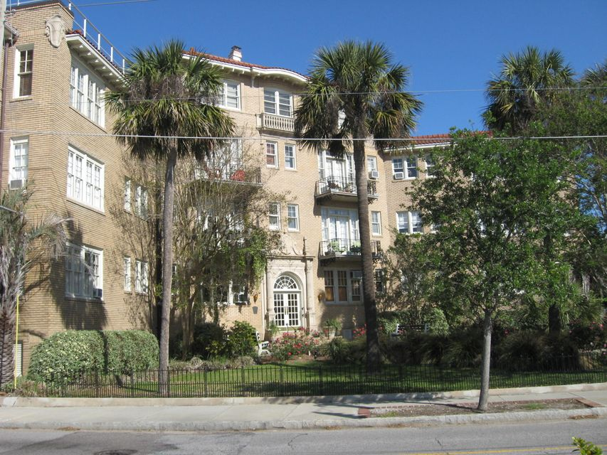 63  Rutledge 24 Avenue Charleston, SC 29401