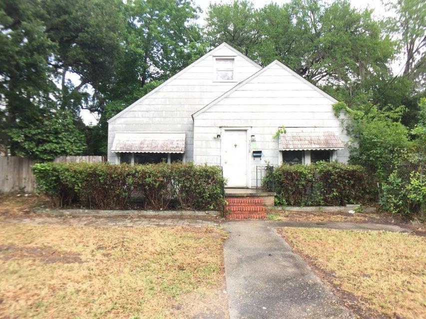 5638  Attaway Street North Charleston, SC 29406