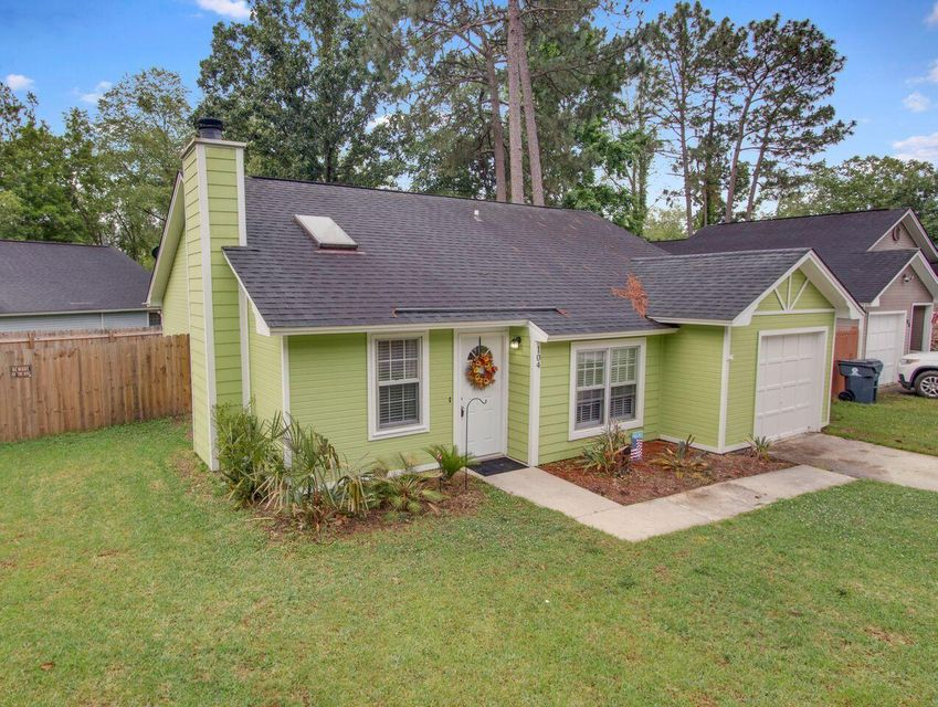 104 Tennyson Way Summerville, SC 29486