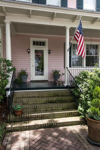 19 Lowndes Street Charleston, SC 29401