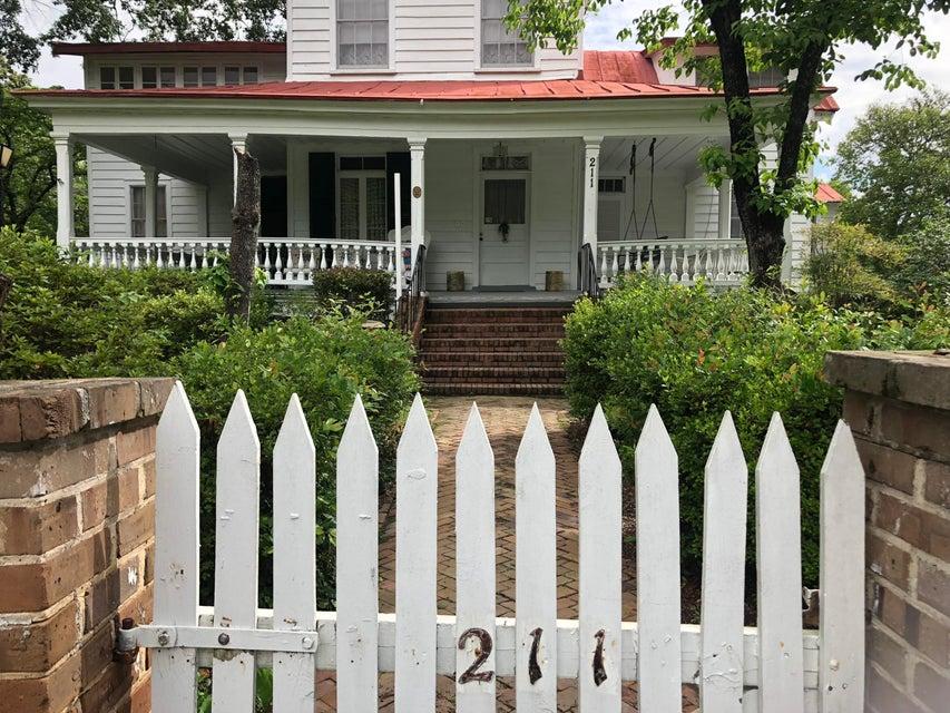 211 W Richardson Avenue Summerville, SC 29483
