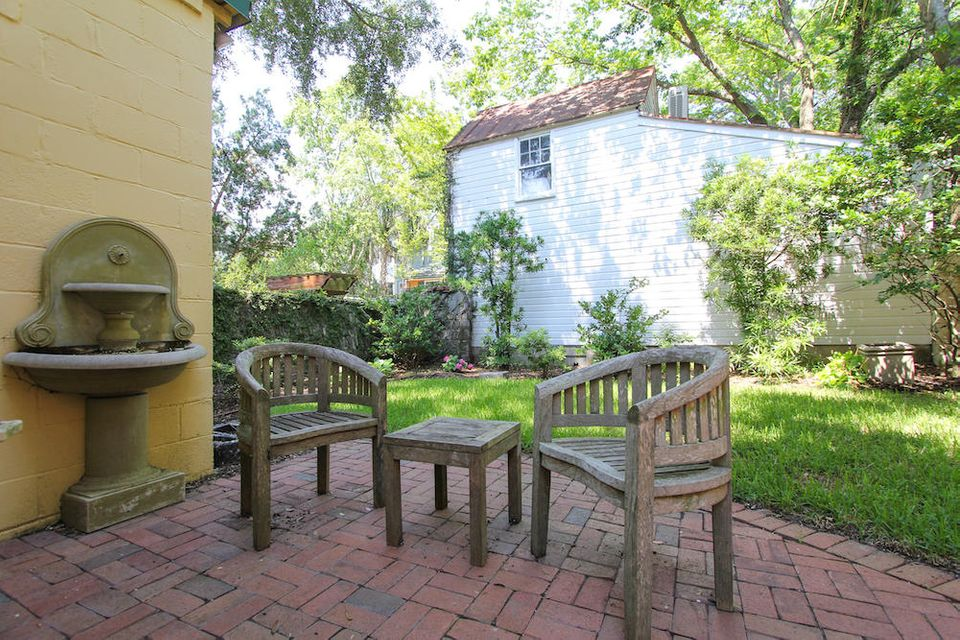 12 Gadsden Street Charleston, SC 29401