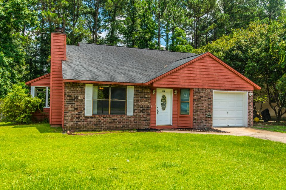 212 Oxford Way Summerville, SC 29486