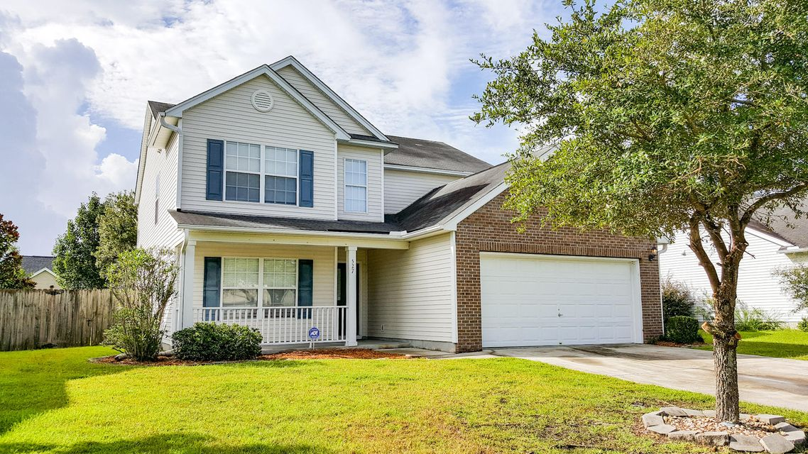 527 Holiday Drive Summerville, SC 29483