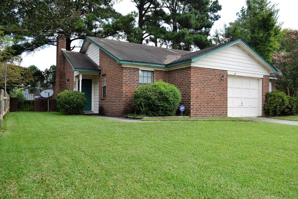 7734 Oldridge Rd North Charleston, SC 29418