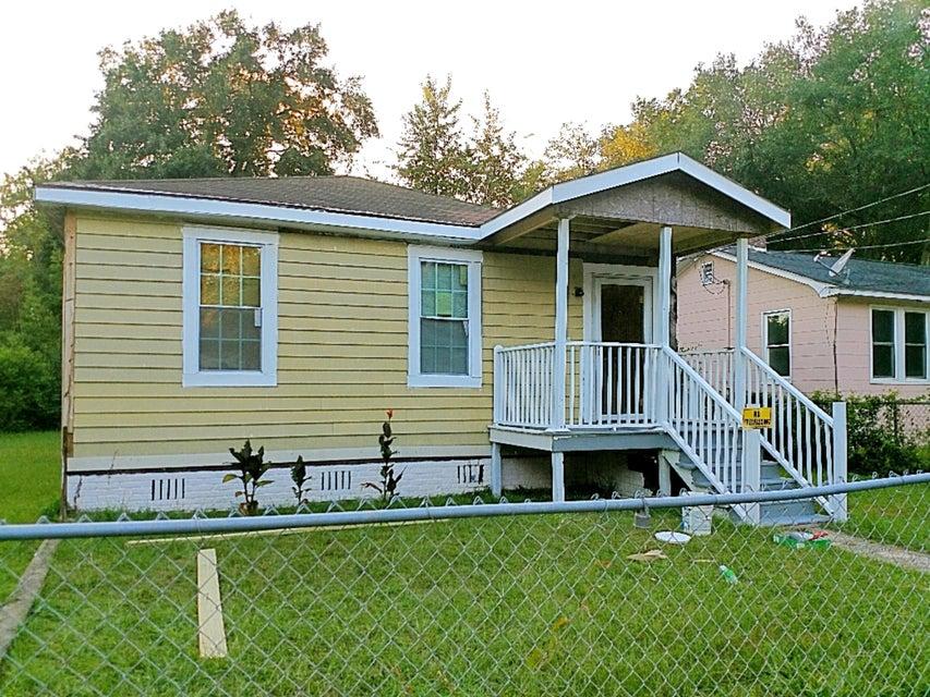 2736 E Surrey Drive North Charleston, SC 29405