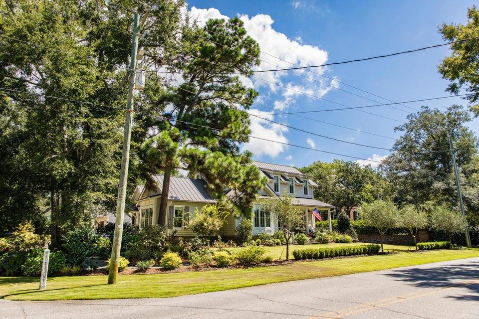 630 Pitt Street Mount Pleasant, SC 29464