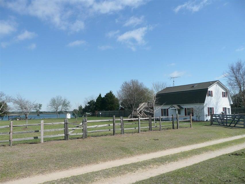 2422 Hanscombe Point Road Johns Island, SC 29455