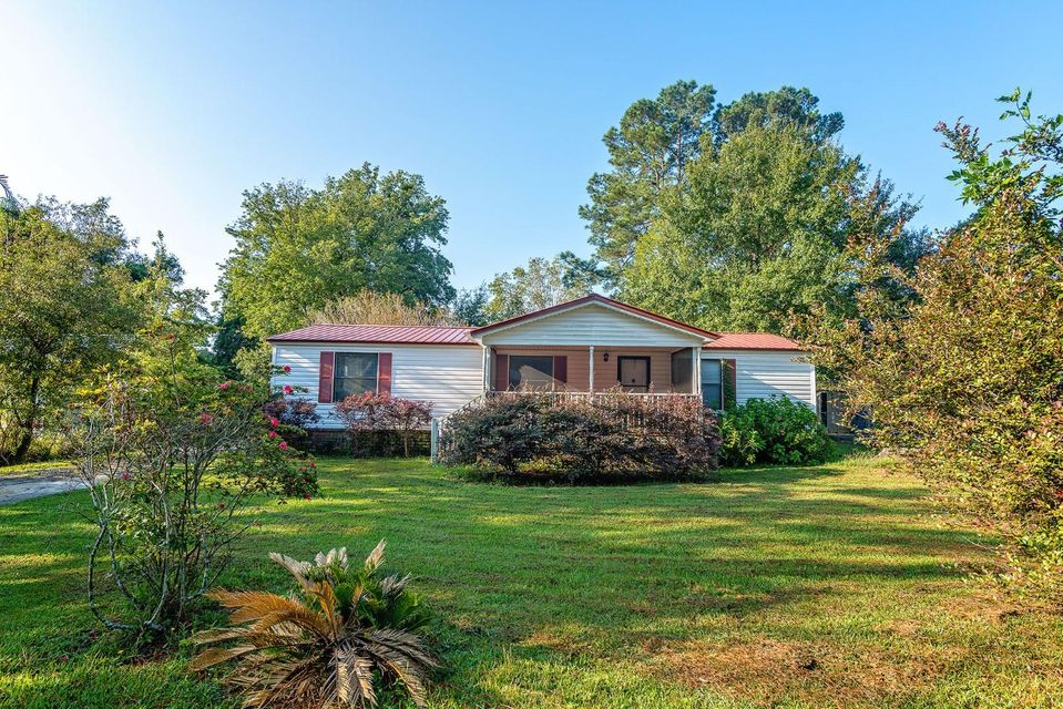 2153 Poinsettia Avenue Summerville, SC 29486