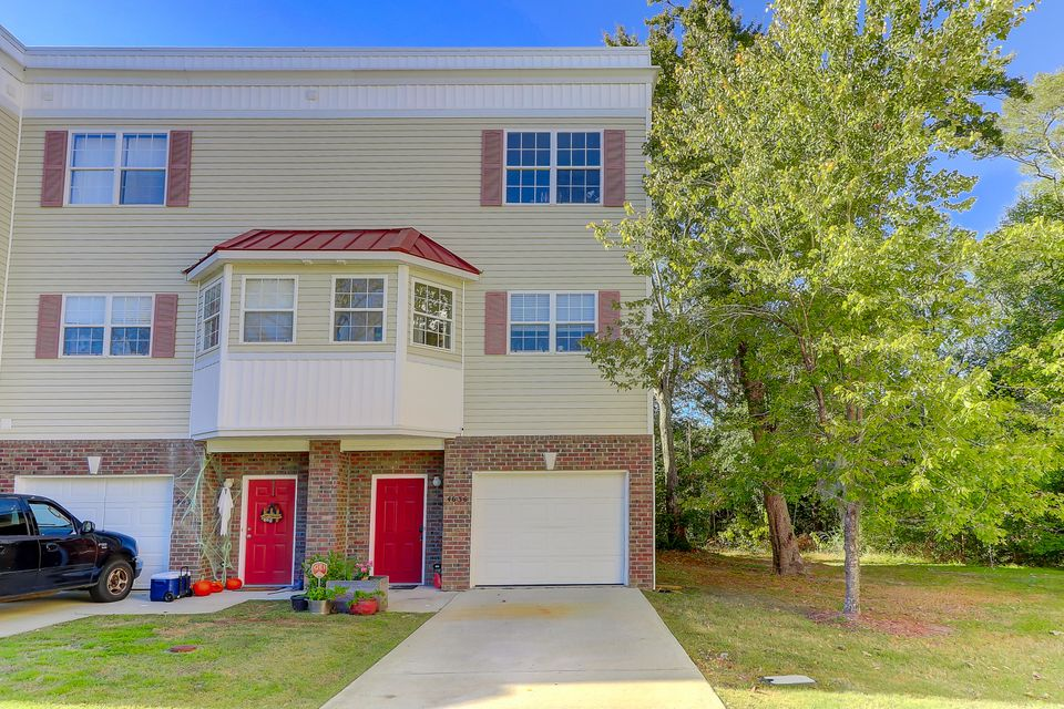 4636 N Palm View Circle North Charleston, SC 29418