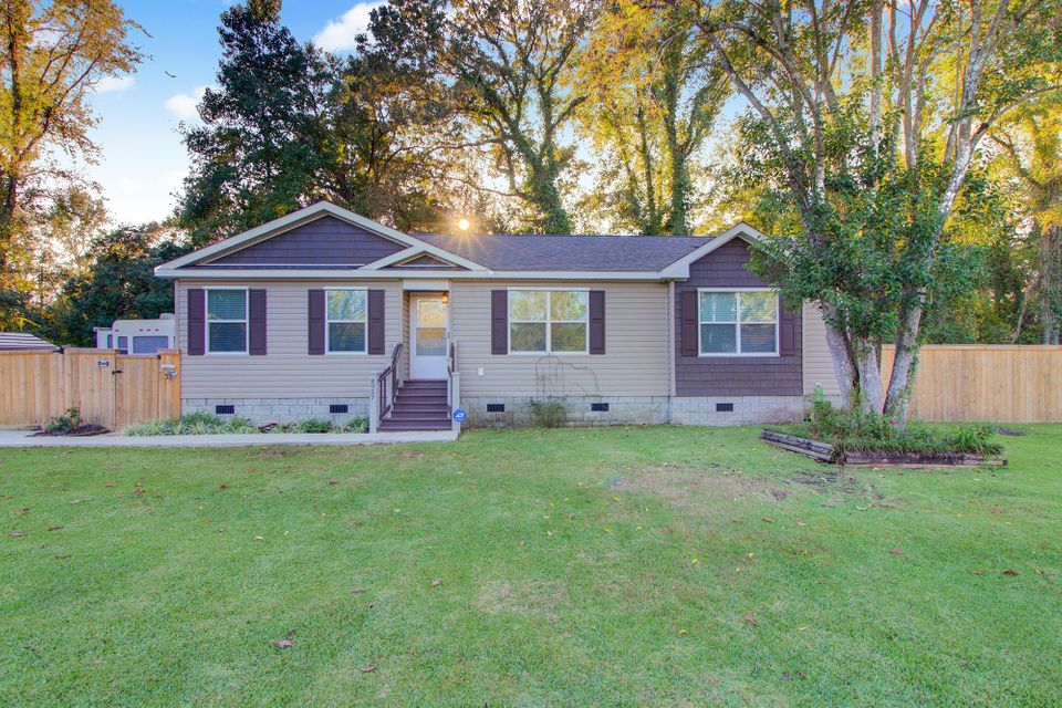 8957 Selah Street North Charleston, SC 29406