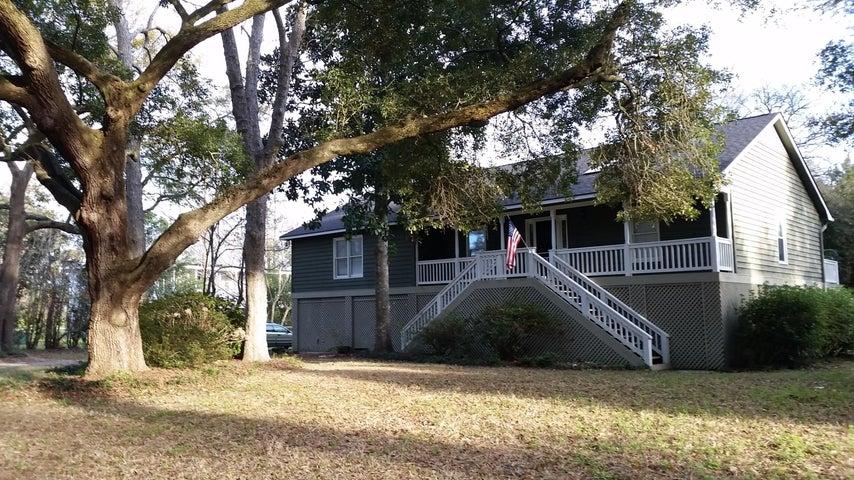 2333 Rockland Avenue, Wadmalaw Island, SC 29487