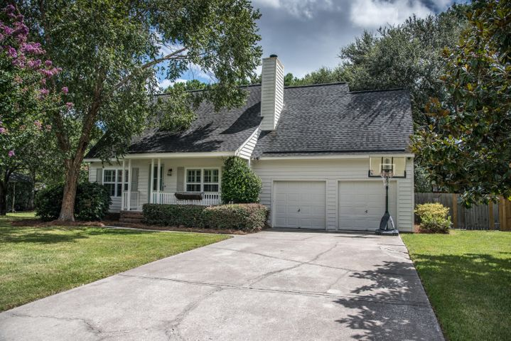 Cute Cottage Located in the Center of Mount Pleasant