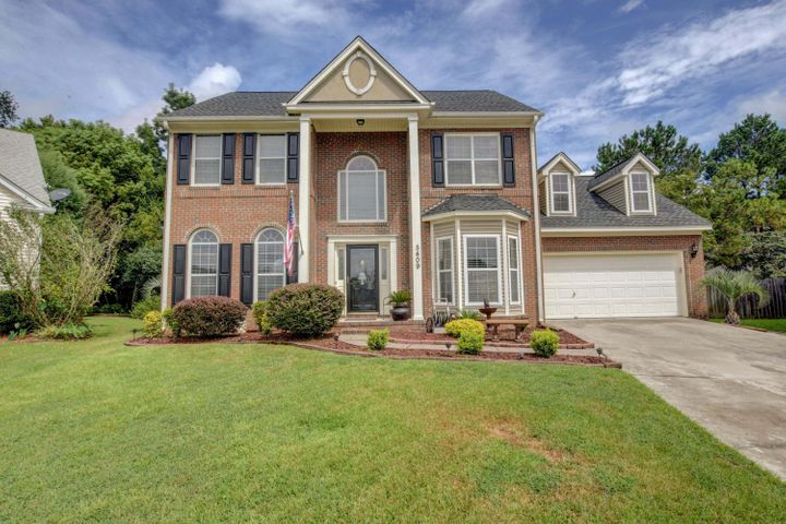 Spacious 4 bedroom Colonial in Whitehall!