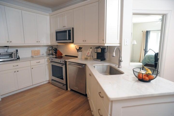 Gorgeous kitchen with quartz countertops!